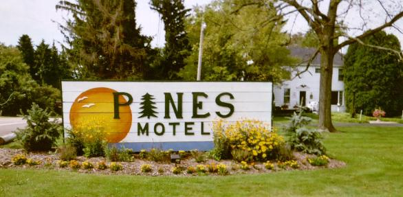 The Pines Motel on Lake Erie - Home